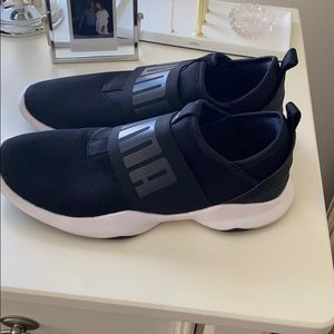 Puma lace less sneakers